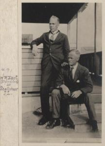 Image: http://history.archives.mbl.edu/archives/items/r-dart-and-j-l-shellshear