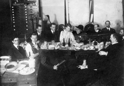 Columbia Gang Dining with Pithecanthropus https://hpsrepository.asu.edu/handle/10776/2204